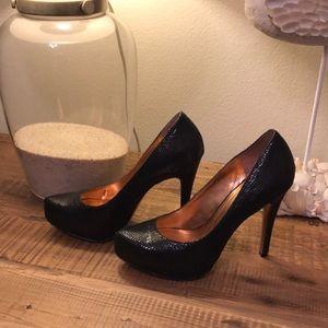 BCBG 5 inch heels perfect condition